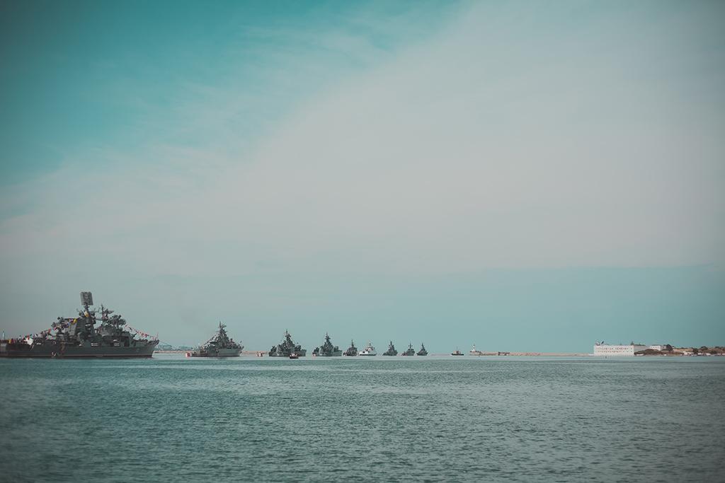 Парад кораблей на 9 Мая