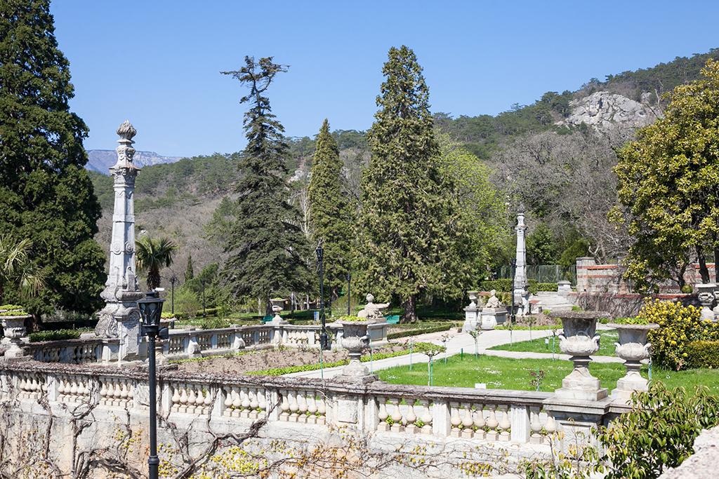 Парк возле Массандровского дворца