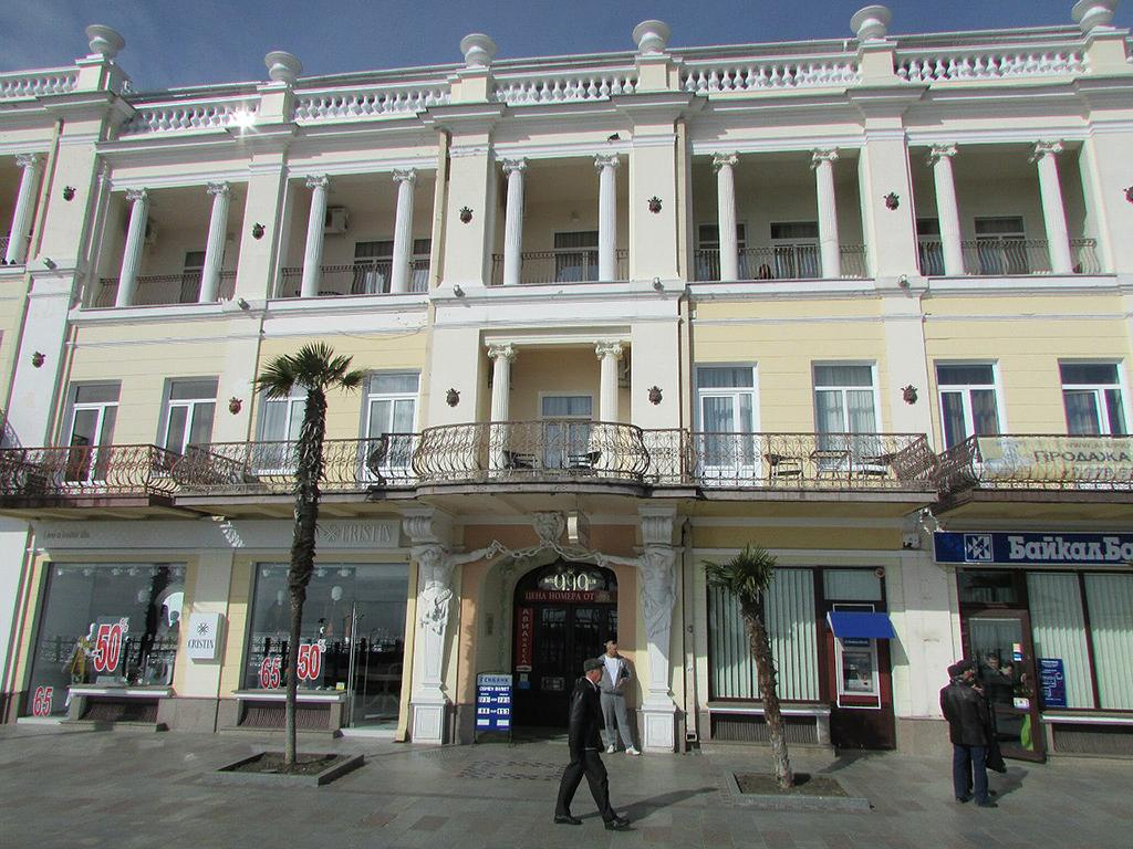 Здание гостиницы, в которой жил Антон Павлович.