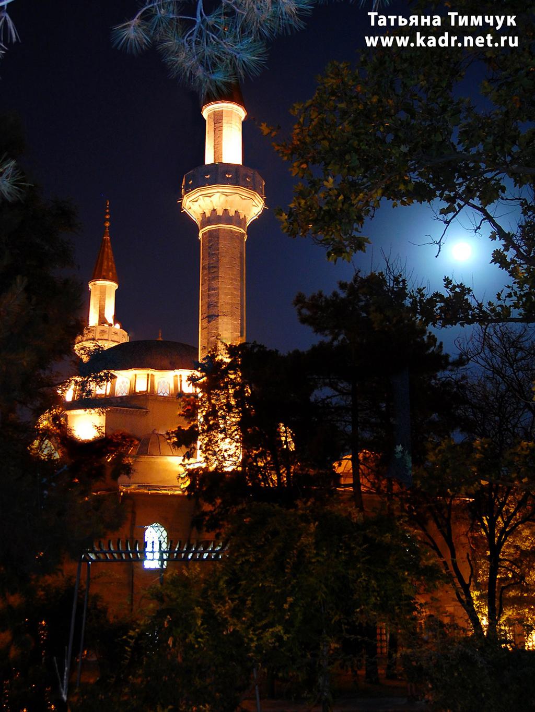 Подсветка мечети Джума-Джами
