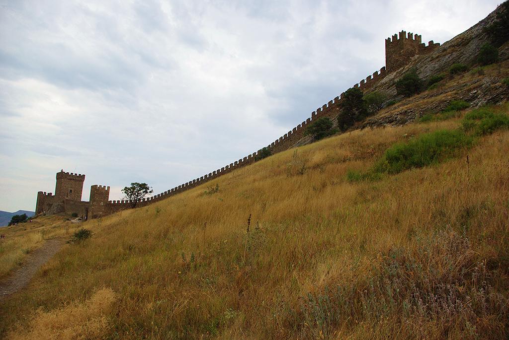 Стена Генуэзской крепость на Крепостной горе в Судаке