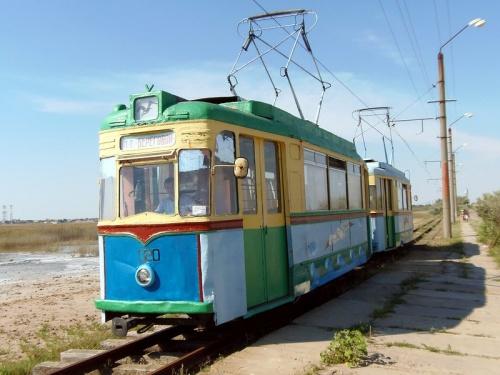 Единственный пляжный трамвай в Крыму встал