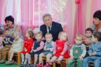 Детскому дому в Симферополе передали одежду из Китая