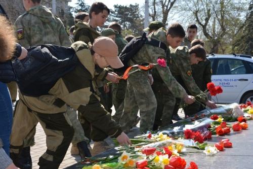 В Евпатории почтили памятьгенерал-майора авиации Николая Александровича Токарева