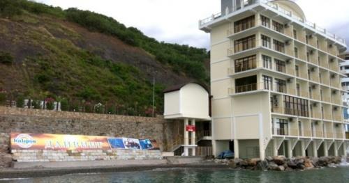Чтобы не сносить 7-этажный «спасательный пост» в Алуште, в нем дали комнату спасателям
