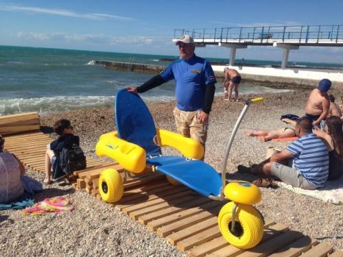 В Севастополе впервые в истории города открылся пляж для инвалидов