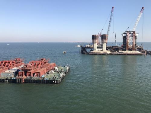 В Керченском проливе испытали плавсистему для перевозки арок