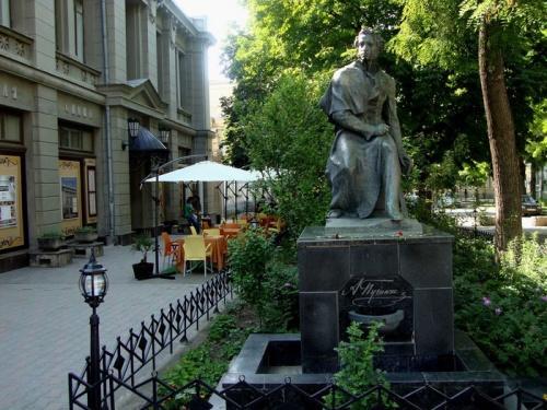 Памятник Пушкину в Симферополе отреставрируют в 2018 году