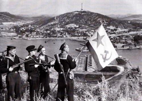 В Ливадийском дворце проходит выставка к годовщине начала советско-японской войны