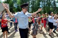 """В Евпатории сотрудники полиции провели с ребятами """"Зарядку со стражем порядка"""""""