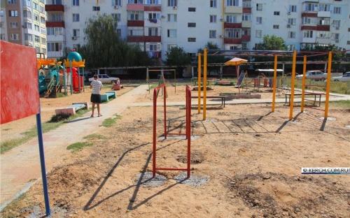 В районе Нижнего Солнечного установили и забетонировали новую Workout площадку