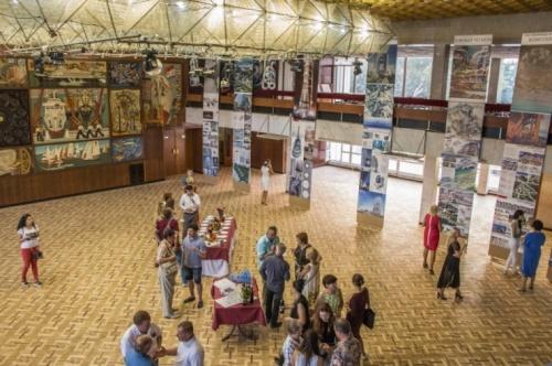 В Керчи открылась выставка художника Лозинского
