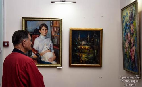 В Евпаторийском краеведческом музее открылась выставка «Художники Евпатории»