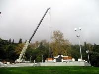 В Ливадийском парке начали устанавливать памятник Александру III