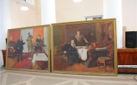 Гигантские картины из керченского Главпочтамта подарили музею