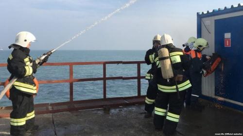 Бойцы МЧС учились спасать строителей Керченского моста