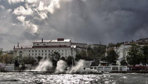 Крымчан предупреждают о возможных сбоях электроснабжения из-за непогоды