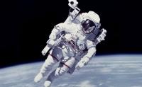 Костюм космонавтов оборудуют тревожной кнопкой
