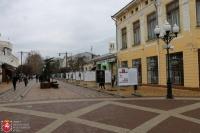 В центре Симферополя выставили фотографии Героев России
