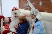 Сотни Снегурочек и Дедов Морозов попробовали 15-килограммовый торт в Ялте