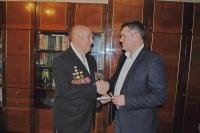 Сотрудники Управления вневедомственной охраны Росгвардии по Республике Крым поздравили ветеранов вневедомственной охраны с наступающим Новым годом