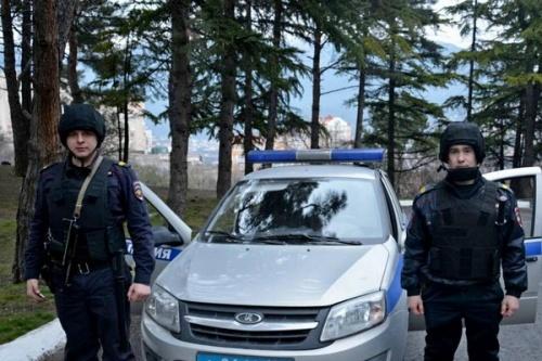 В Ялте росгвардейцы оказали помощь сотрудникам полиции при задержании подозреваемого в хранении наркотических средств