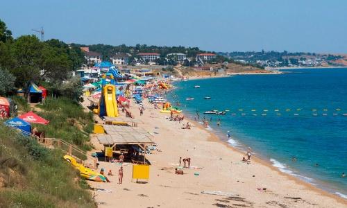 В Севастополе перезаключат договоры на размещение пляжных торговых киосков