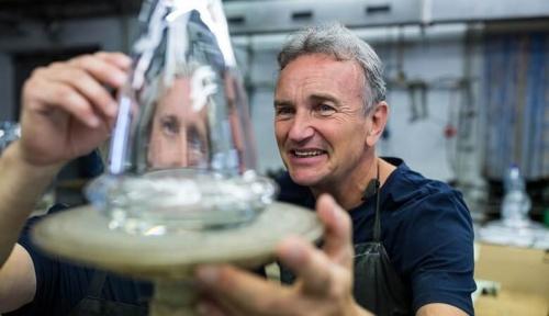 Ученые разработали новый тип стекла из металла и органических соединений
