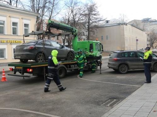 В Симферополе эвакуаторы забрали с улиц 20 тысяч автомобилей