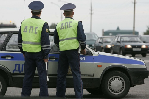 На керченских дорогах массово проверяют транспорт
