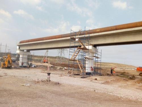 В Керчи сносят мешающую мосту теплотрассу