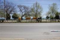 На набережной Керчи устанавливают сувенирные ларьки
