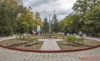 В сквере Керчи высадили «деревья победы»