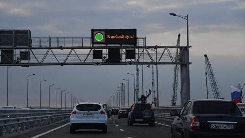 За полдня Крымский мост принял более 5 тыс машин
