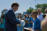 Дмитрий Овсянников наградил победителей Первенства города по футболу среди школьников