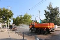 Овсянников поручил дополнительно вывести семь машин на полив улиц Севастополя