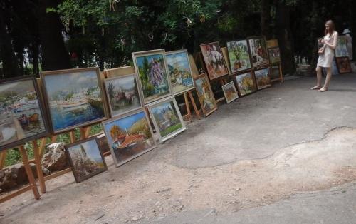 В Ялтинской детской художественной школе им. Ф. А. Васильева состоялась художественная выставка одного дня
