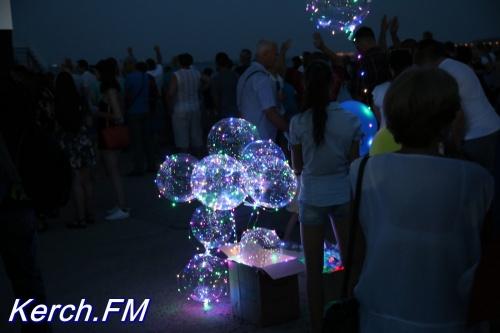 Фестиваль светящихся шаров прошел в Керчи