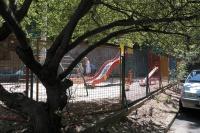 В Ялте восстановили детскую площадку на улице Весенней