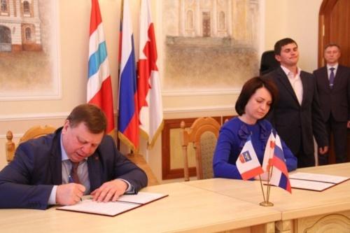 Симферополь и Омск подписали соглашение о сотрудничестве