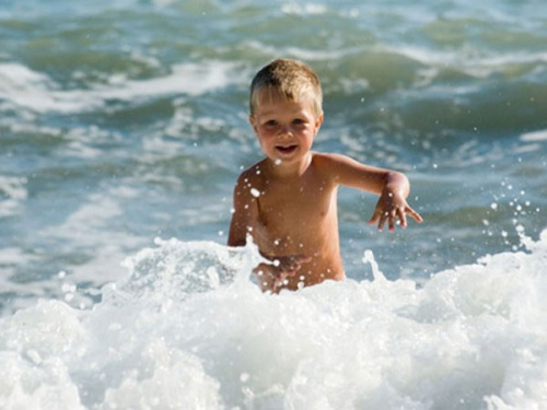Роспотребнадзор Ялты связывает заболеваемость детей с купанием в слишком теплой воде