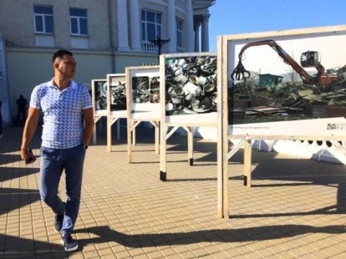 В Севастополе на набережной Корнилова открылась фотовыставка о металлоломе