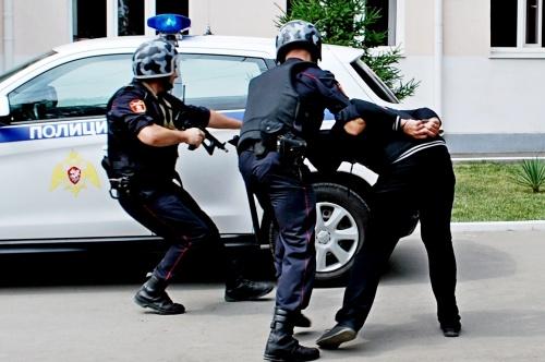 В г. Симферополе сотрудники Росгвардии задержали трех граждан, подозреваемых в кражах из гипермаркета