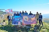 Росгвардейцы водрузили флаг ведомства на одной из горных вершин Крыма