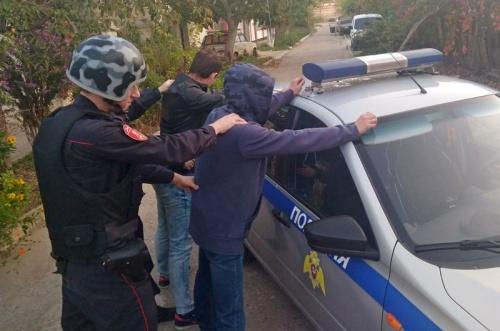В г. Евпатории сотрудники Росгвардии задержали по горячим следам граждан, подозреваемых в краже