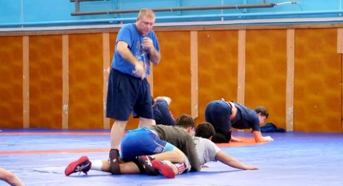 Юношеская сборная России по греко-римской борьбе тренируется в Алуште