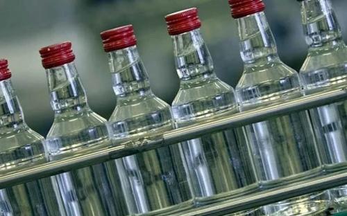 Симферопольские полицейские изъяли более 30 тысяч бутылок контрафактного алкоголя