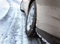 Почти 90 машин «Крымавтодора» борются с гололедом на крымских дорогах