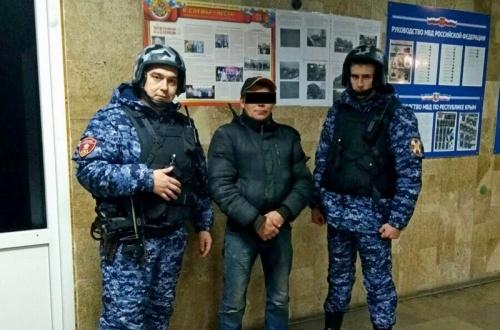 В г. Алупке сотрудники вневедомственной охраны Росгвардии задержали гражданина, находящегося в федеральном розыске
