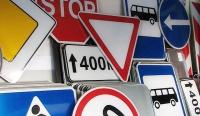 Администрация Керчи выделила почти 500 тысяч рублей на замену дорожных знаков